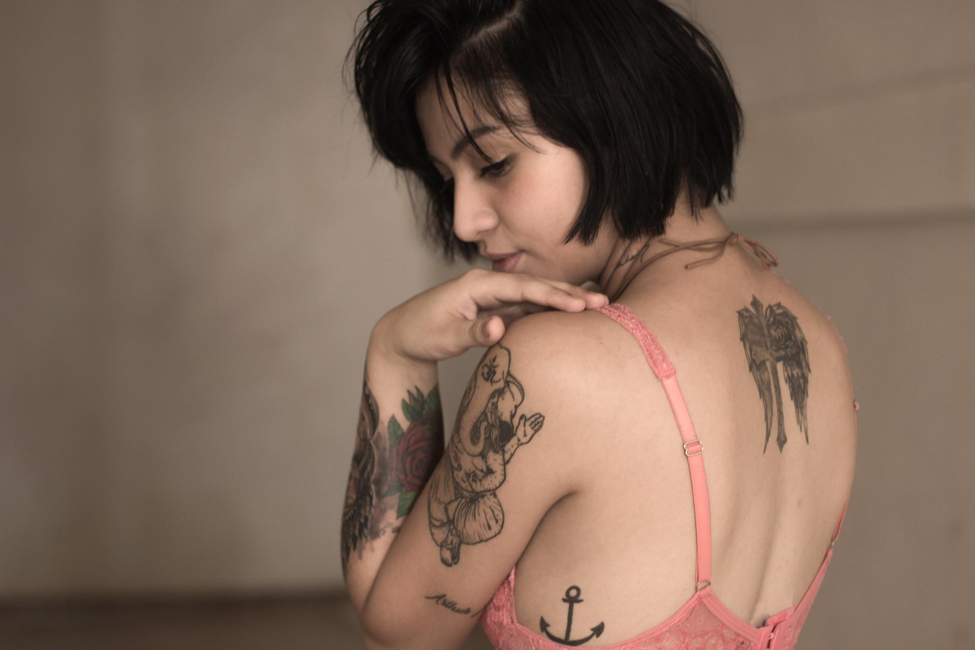Des techniques de tatouage uniques dans le monde